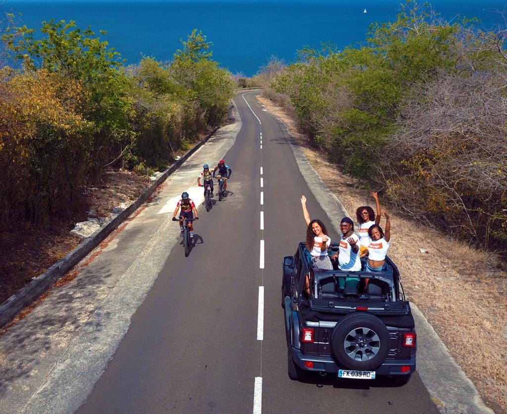 Cycliste Sympas Croisant Awlego en JEEP Wrangler Anse D'arlet !