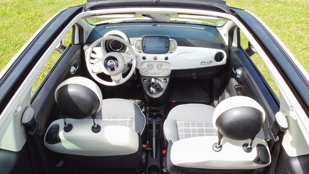 FIAT 500 Cabriolet interieur ! plongée